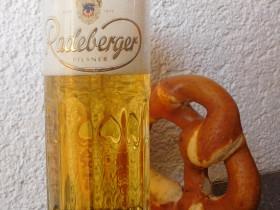 ......frisch gezapftes Bier