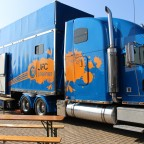 Riesentrucker in Blau