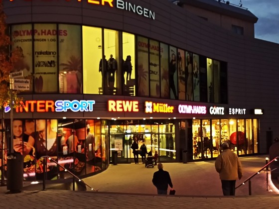 Eingang ins Einkaufsparadies